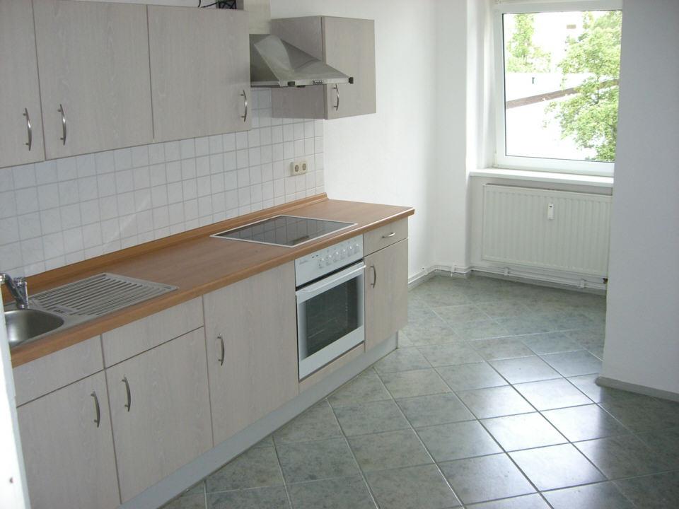 Wohnung Dusche In Der K?che : Originalbilder der Wohnung – K?che und Wohnzimmer + Hausansicht: